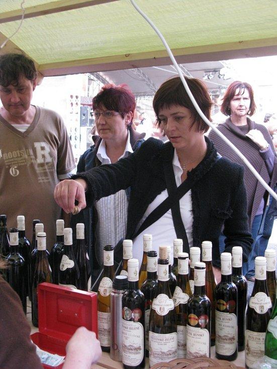 Na roudnickém vinobraní můžete ochutnat zdejší víno, ale také obdivovat historická vozidla při jejich tradiční přehlídce.