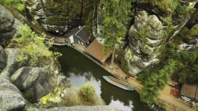 Plavba na lodičkách v Obere Schleuse.