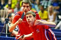 Čeští junioři David Reitšpies (vzadu) a Tomáš Polanský vybojovali na ME bronz ve čtyřhře.