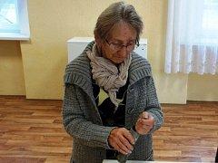 Měděnou tubu objevili klempíři při opravě střechy bývalé školy v Lipové na Chuderovsku.