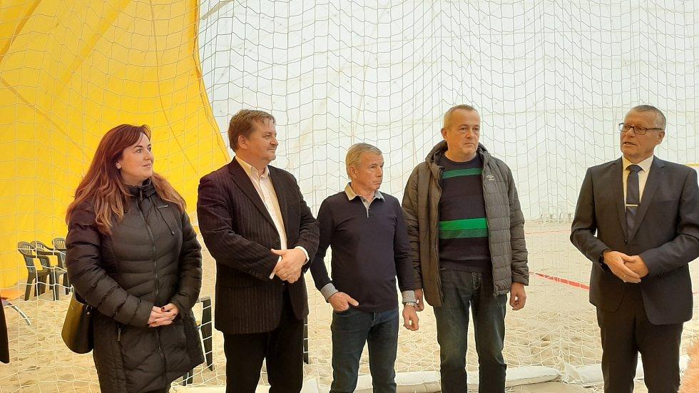 Ústečané mohou využívat zimní halu pro beachvolejbal