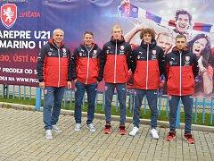 Česká fotbalová reprezentace do 21 let jela na stadion v rámci propagace kvalifikačního utkání se San Marinem v Ústí nad Labem trolejbusem.