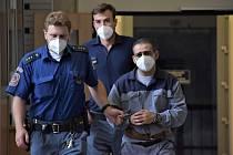Odsouzený vrah Milan Oračko znovu stanul před ústeckým senátem.