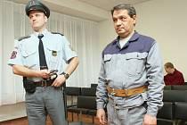 Ústecký krajský soud zamítl včera již třetí žádost na 14 let vězení odsouzeného Dušana Pintyeho o obnovu procesu.