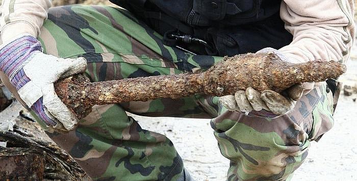 Na stavbě dálnice D8 bylo při výkopech nalezeno větší množství nebezpečné vojenské munice z druhé světové války.