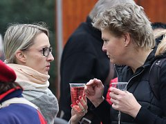 Svatomartinská vína mohli obyvatelé Ústí nad Labem ochutnat v pondělí na Lidickém náměstí.
