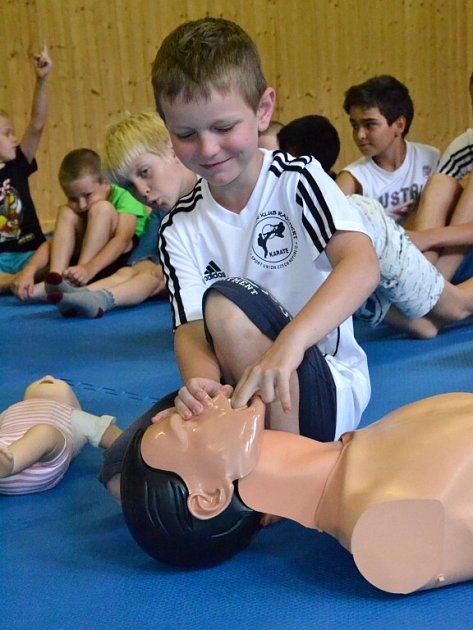 Bojové sporty, a obzvlášť karate, mají vsobě krom fyzického tréninku imnoho aspektů mentální úrovně.
