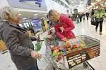 Čtvrtý ročník Národní potravinové sbírky se v Ústí povedl.