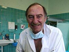 Lékař Saša Štembera.