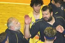Trenéři Vratislav Stavěl (vlevo) s Dominikem Feštrem byli odvoláni od A týmu BK Ústí.