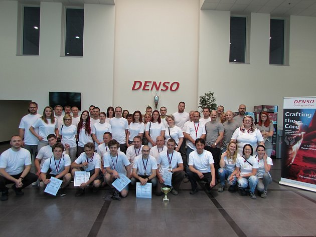 Účastníci a organizátoři letošní olympiády zručnosti DMCZ