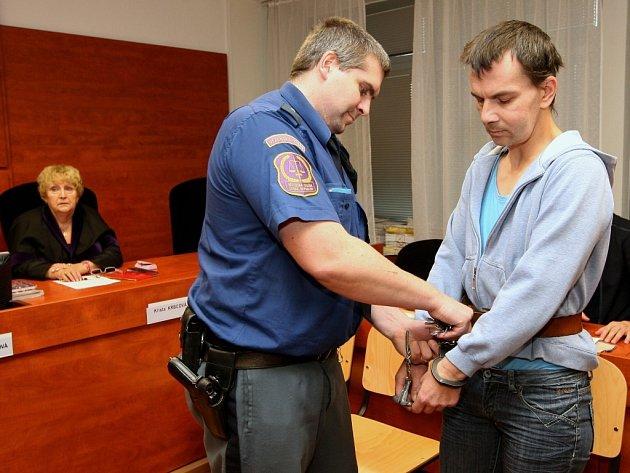 Osmatřicetiletý Jaroslav Šípek zůstane ve vazbě.