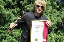 Na nezájem pořadatelů hudebních soutěží v bývalém Sovětském Svazu si nestěžuje David Deyl (28), i doma úspěšný pop zpěvák z Chlumce.