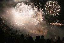 Slavnosti 2012 začaly průvodem a ohňostrojem.