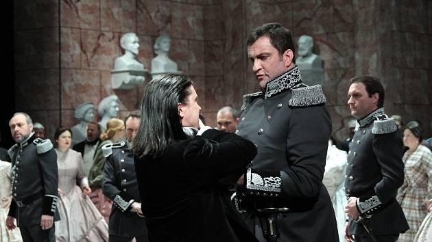Tannhäuser – scéna z druhého jednání. V popředí zleva: Daniel Frank (Tannhäuser), Roman Vocel (Biterolf).