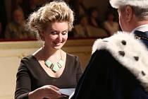 Diplomy ve čtvrtek převzali v ústeckém divadle studenti Fakulty sociálně ekonomické.