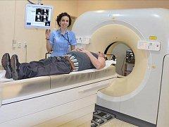 Nový přístroj umožňuje vyšetřit najednou celého pacienta až do výšky 190 centimetrů.