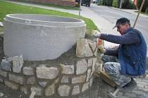 Oprava studny. Ilustrační foto