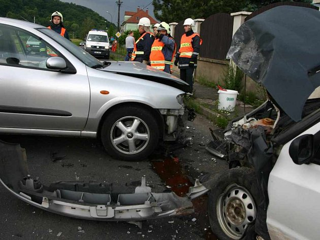 Nehoda osobních aut u Svádova