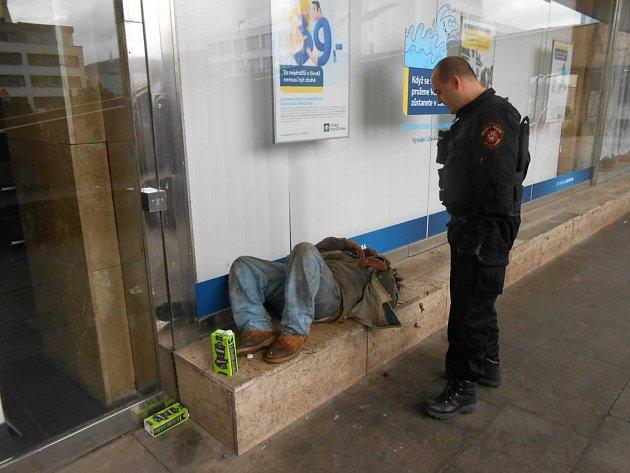 Opilci neustále zaměstnávají ústecké strážníky.