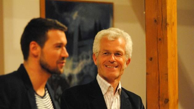Lukáš Hejlík a autor Stephen Clarke.