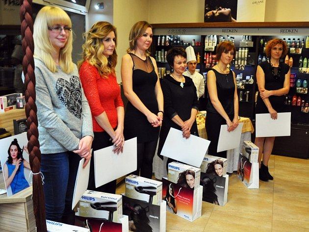 Šest žen 3. ročníku Proměn s Deníkem si z večera odneslo příjemné dárky.