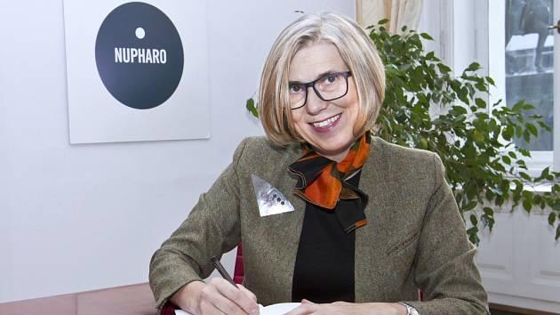 Jana Ryšlinková je jedním ze zakladatelů Nupharo parku. Byla mluvčí Občanského fóra a poslankyně. Je děkankou US Business School Praha, založila například Neziskovky.cz.