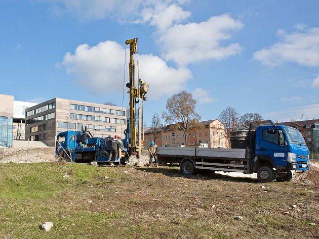 SPECIÁLNÍ PRŮZKUMY na místě po bývalé porodnici proběhly v souvislosti s výstavbou nové budovy UJEP.