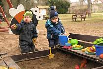 Děti na dětském hřišti. Ilustrační snímek