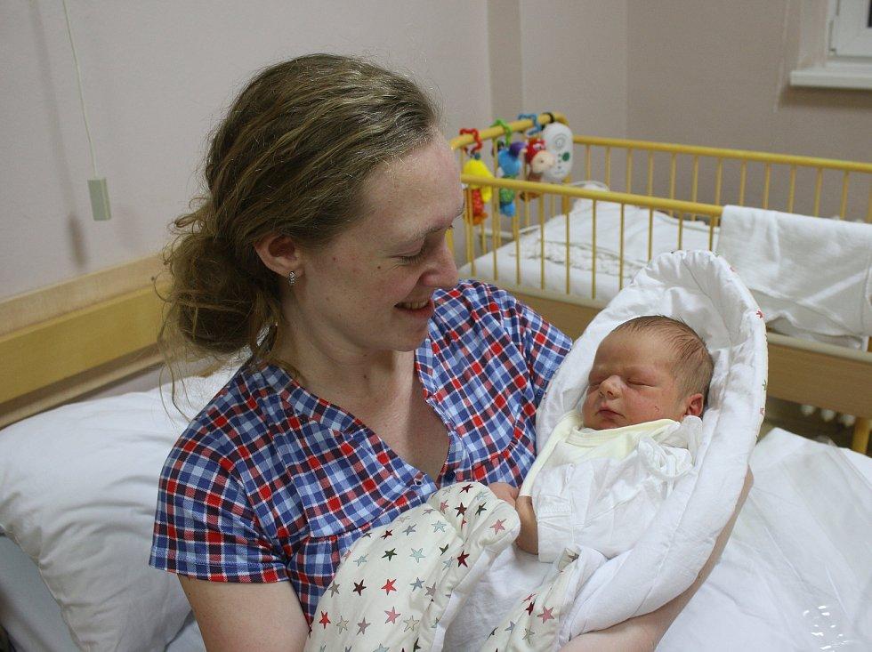 Jan Herout se narodil Lence Heroutové a Tomáši Heroutovi z Ústí nad Labem 14.ledna ve 4.31 hod. v ústecké porodnici. Měřil 51 cm a vážil 3,85 kg