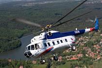 Vrtulník Milov Mi-8 je leteckým dělníkem. Hodí se téměř na vše, vydrží více než jiné vrtulníky, v tvrdých podmínkách Afghánistánu americké stroje na tohoto soumara nemají.