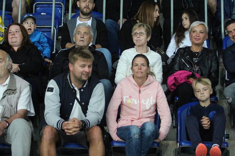 Diváci na hokejovém utkání Ústí - Sokolov