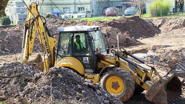 Stavební práce na Růžovém paloučku v centru Ústí.