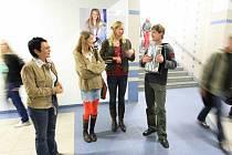 Ze zahájení výstavy Femina filmu v podchodu nádraží
