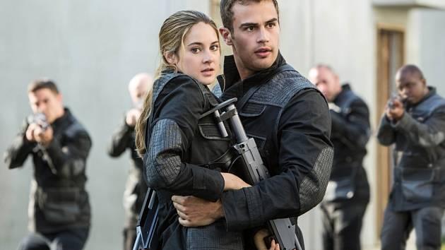 Nebezpečný je život hrdinů nového dobrodružného filmu Divergence.