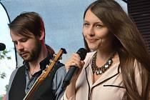 Kateřina Marie Tichá s kapelou Jelen.