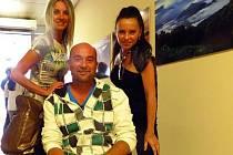 Aukce na závěr výstavy Hory všude kam se podíváš pomůže Tomáši Martinovskému, který zůstal po těžkém úraze upoután na vozíku.