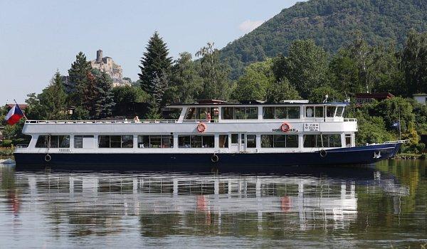 Pravidelnou linku provozuje společnost Labská plavební.