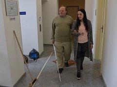 Pro nevidomé a zrakově postižené má Tyflocentrum jako jediné v kraji průvodcovské služby a osobní doprovody.