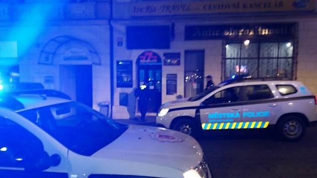 Ústečtí strážníci kontrolovali 12. listopadu večer uzavření podniků v centru města