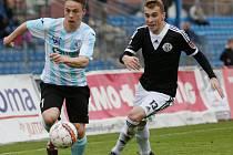 Fotbalisté Ústí (pruhovaní) naposledy doma prohráli s Českými Budějovicemi 0:3.