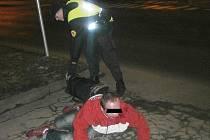 Opilci museli pomoci strážníci.