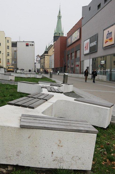 Ústečany dlouhodobě kritizovaný  a nevyužívaný prostor mezi obchodními domy Labe a Forum chce město změnit na tržiště. Podobu navrhnou v soutěži architekti.
