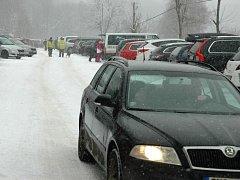 Parkování u ski areálu Telnice. Ilustrační foto.