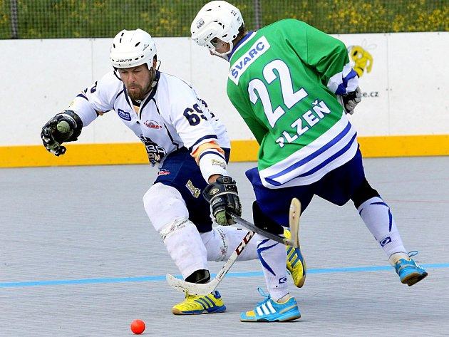 Hokejbalisté Elby DDM v sobotu vstoupí do nového ročníku extraligy.