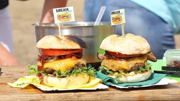 Hamburgery k akci Grillfest na Laguně na Severní Terase v Ústí.