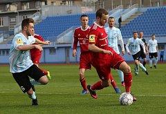 Ústečtí fotbalisté (bílo-modří) doma remizovali s Třincem 1:1.