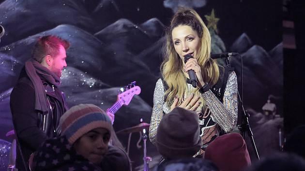 Ústecké Vánoce zpestřila svým vystoupením zpěvačka Olga Lounová.