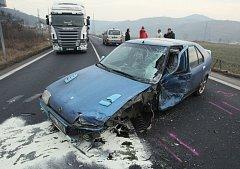 Nehoda zkomplikovala dopravu do Ústí, řidiči stáli v dlouhých kolonách.
