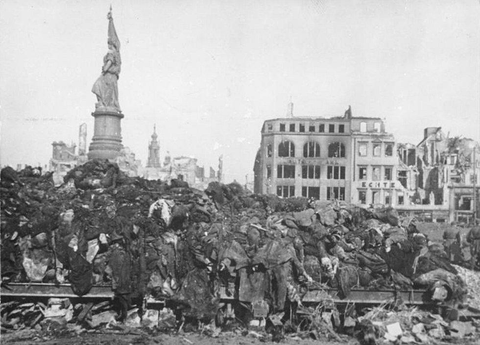 Hrůzné pohledy na vybombardované Drážďany.